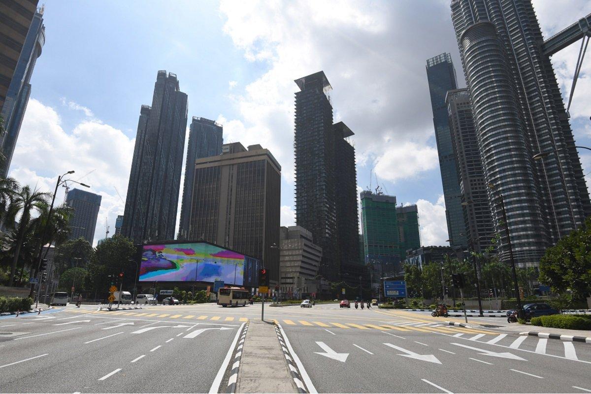全面行动限制令(FMCO)首日的吉隆坡。(摄影:Patrick Goh/The Edge)